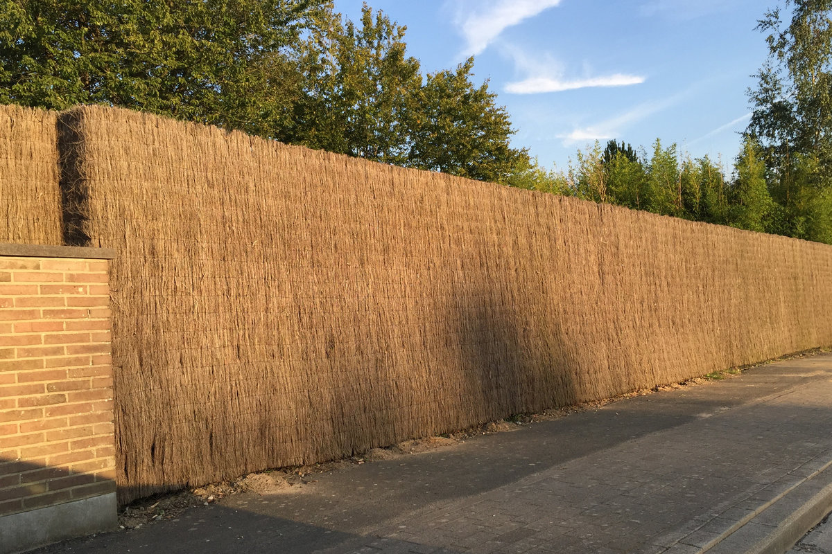 clôture avec brande de bruyère